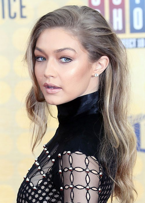 Gigi Hadid contouring highlighting