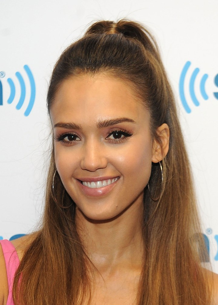 Jessica Alba Shares Her Favourite Makeup Products On ...