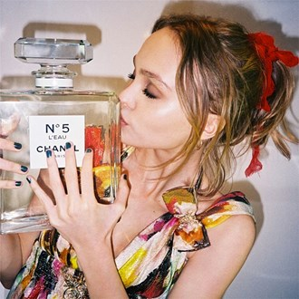 /media/17281/beginners-lily-rose-depp-chanel-guide-to-buying-fragrances-square.jpg