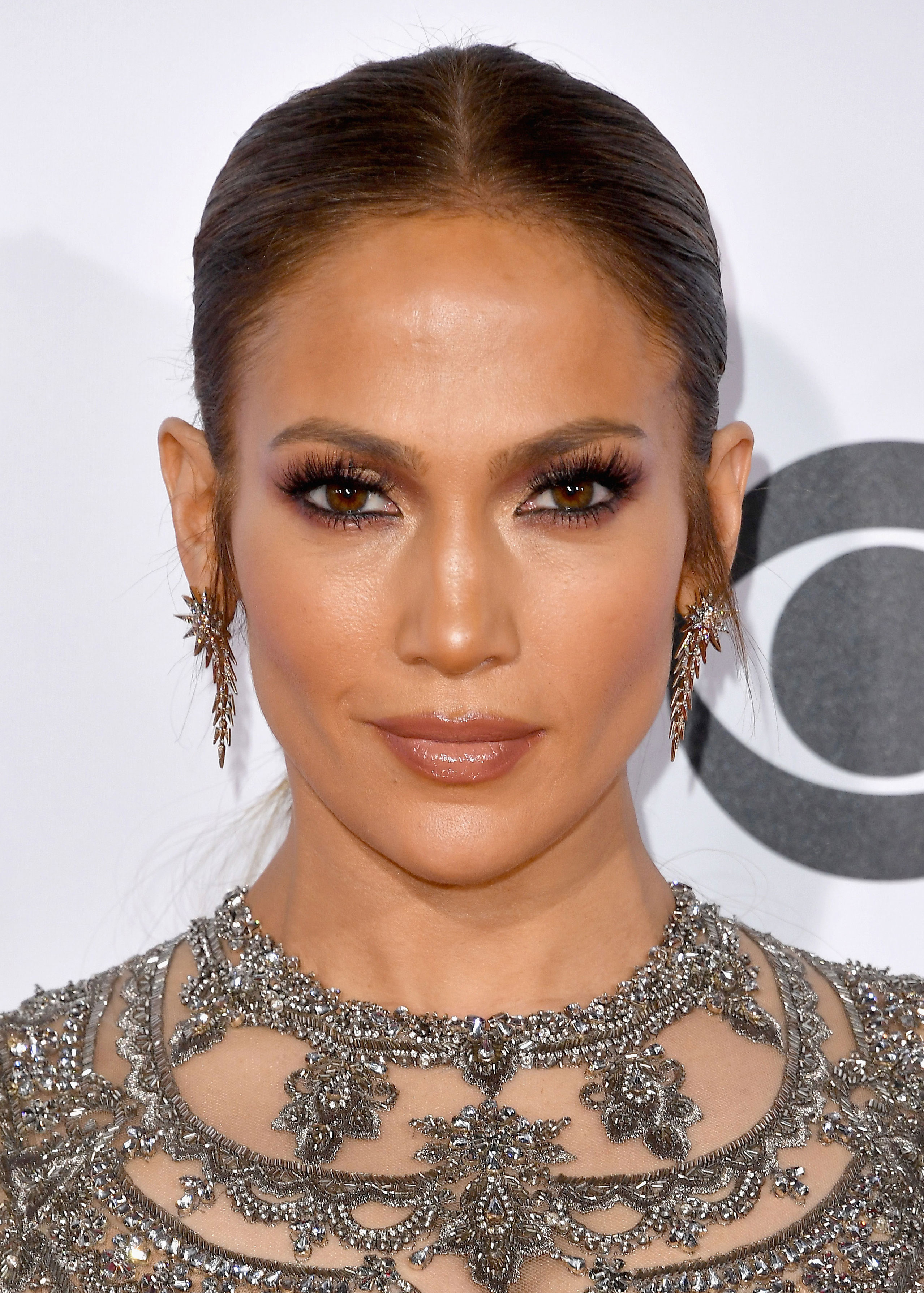 4ef8f7f711f Exact Makeup To Get J.Lo s People s Choice Awards Look