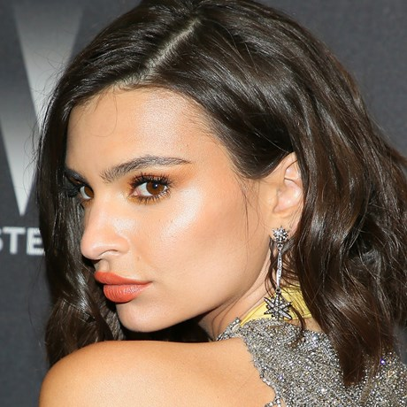 Emily Ratajkowski Strobing Makeup Technique