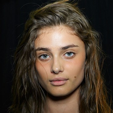 Taylor Hill - How To Wash Your Hair Properly