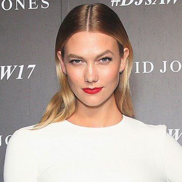 How to: Karlie Kloss's Glowing Skin & Red Lip Makeup