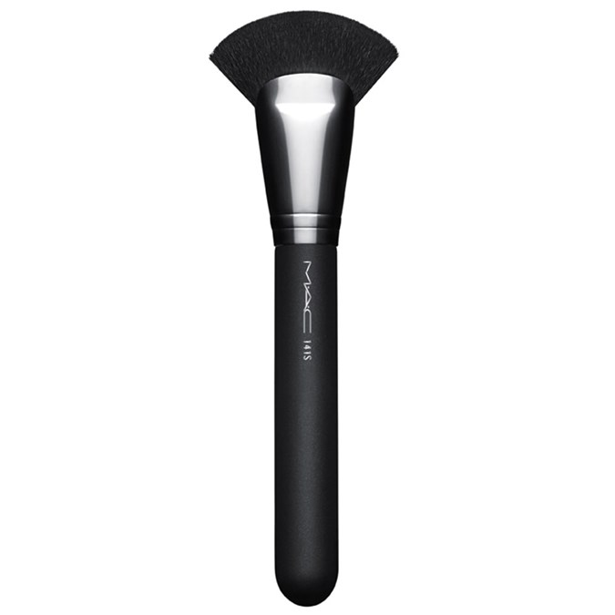 MAC 141 Synthetic Face Fan Brush