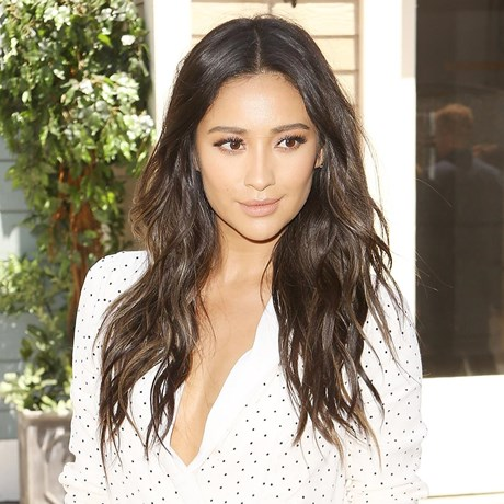 shay mitchell textured hair