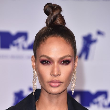 How-To: Burgundy Eye Makeup - Joan Smalls