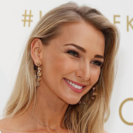 How To Get Your Best Faux Glow Ever With Makeup - Anna Heinrich