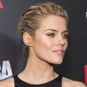 An Effortlessly Glowing Makeup Look For Summer - Rachael Taylor