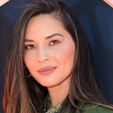 Olivia Munn wears purple eyeshadow