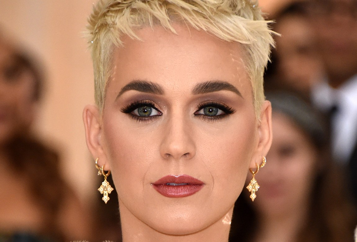 Katy Perry\'s Makeup Trick For Wide Eyes | BEAUTY/crew