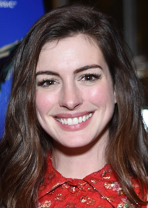 How To Calm Sensitive Skin - Anne Hathaway