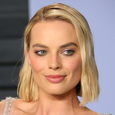 Margot Robbie wore blue mascara