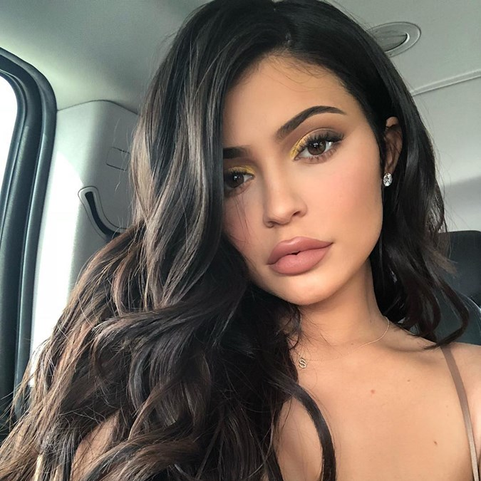 5 Reasons To Try This Gold Eyeshadow Trend Immediately - Kylie Jenner