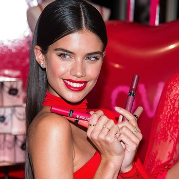 A Genius Way To Keep Track Of Your Lipstick Shades - Sara Sampaio