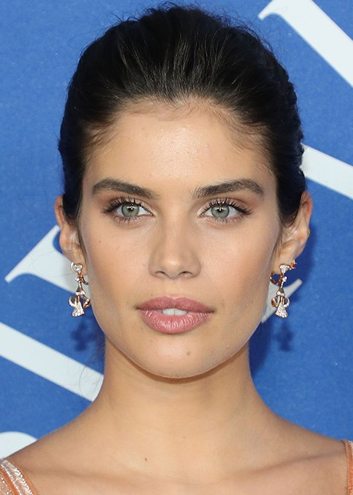 Professional Treatments For Thicker Brows - Sara Sampaio