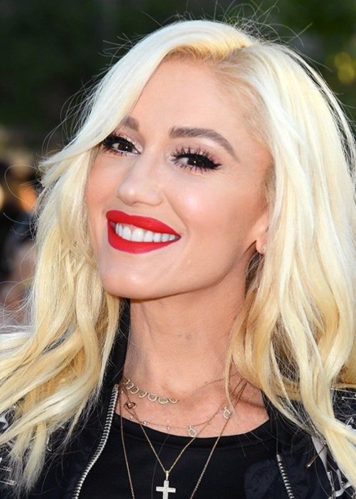 Gwen Stefani just posted a makeup-free selfie