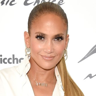 /media/27309/jennifer-lopez-false-lashes-square.jpg