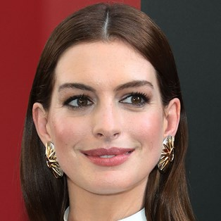 Anne Hathaway's new blonde hairstyle