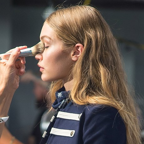 How to Clean Makeup Brushes: A Step by Step Guide - Gigi Hadid