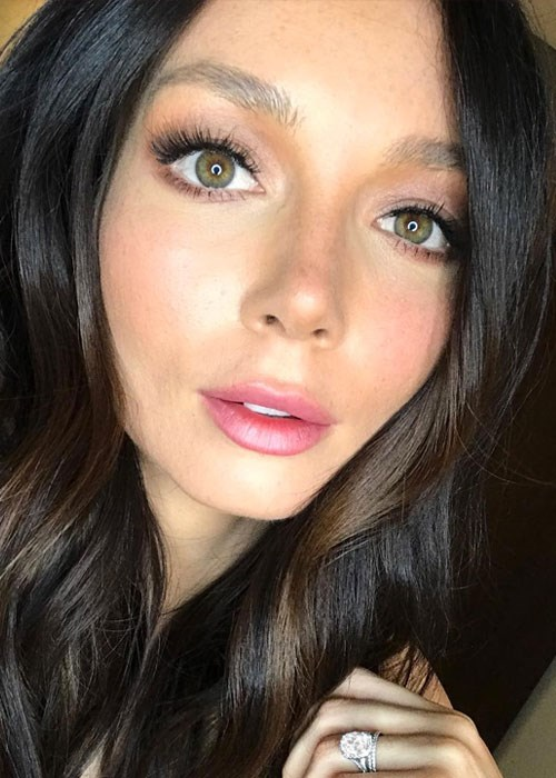 Ricki Lee Coulter no makeup selfie