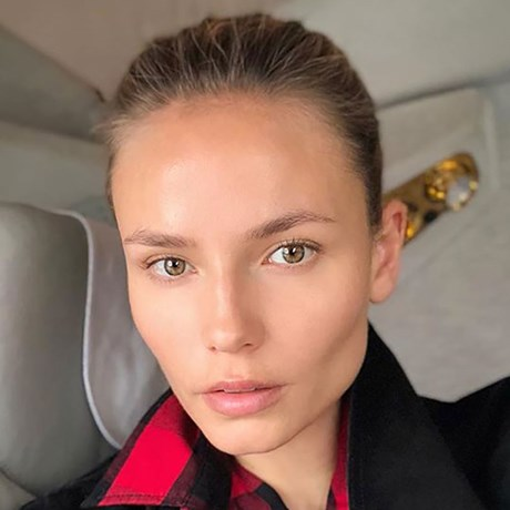 Natasha Poly no makeup