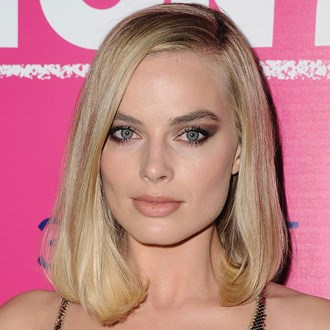 /media/29149/best-eyeshadow-palettes-makeup-reviews-margot-robbie-s.jpg