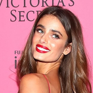 b794d87b1b9 Victoria s Secret Angel Taylor Hill just showed off her acne…