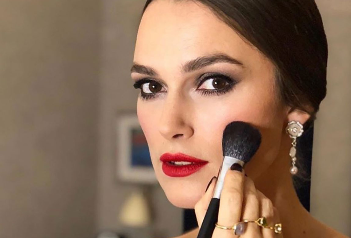 7 best face powders for setting your makeup. Keira Knightley Makeup Red Lipstick