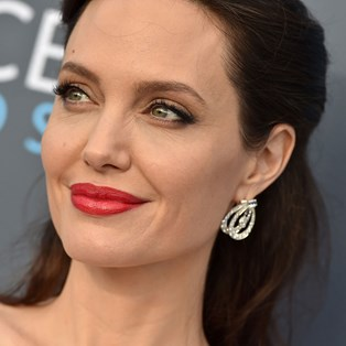 Best Red Lipstick Reviews - Angelina Jolie