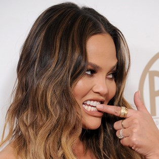 Best Whitening Toothpaste Reviews - Chrissy Teigen