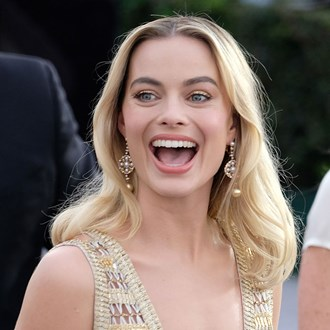 /media/30456/margot-robbie-mc-beauty-awards-s.jpg