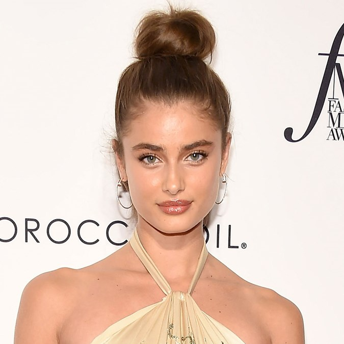 Best Classic Red Carpet Hairstyles - Taylor Hill