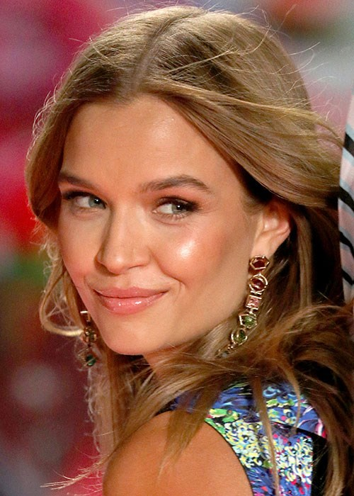 Coconut Oil Uses Beauty Benefits - Josephine Skriver