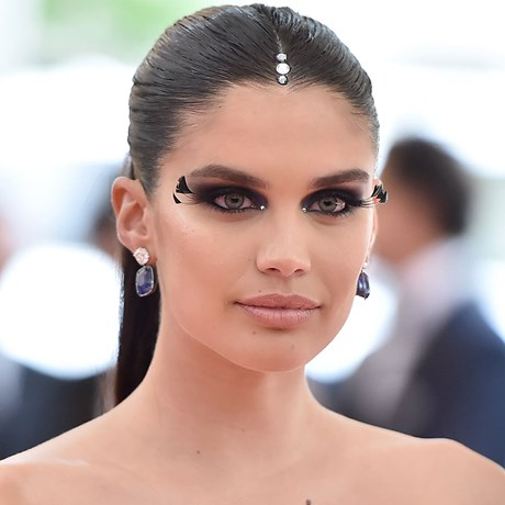Met Gala 2019 False Lashes Celebrity Beauty Looks - Sara Sampaio