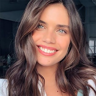 Sara Sampaio Just Showed Us The Grown-Up Way To Wear Glitter Eyeshadow