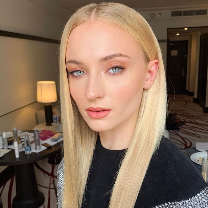 Sophie Turner X-men Dark Phoenix Tour - Best Hair Makeup Looks