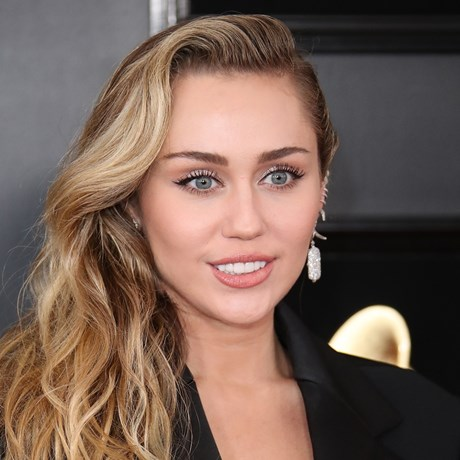 Miley Cyrus' Stunning Black Mirror Beauty Look