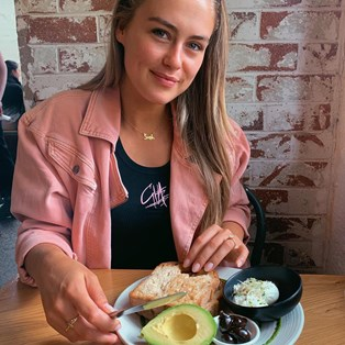 What Fitness Influencer Steph Claire Smith Eats While Travelling