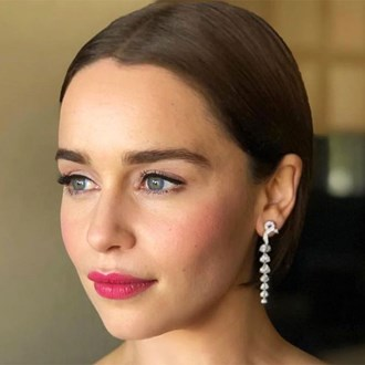 /media/33356/how-to-apply-blush-emilia-clarke-s.jpg