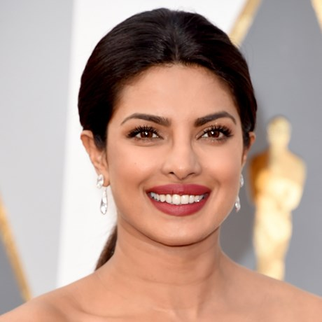 Priyanka Chopra's Sophisticated Take On Pink Eyeshadow
