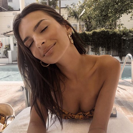 Emily Ratajkowski's New Caramel Balayage Is All The Summer Hair Inspo You'll Need