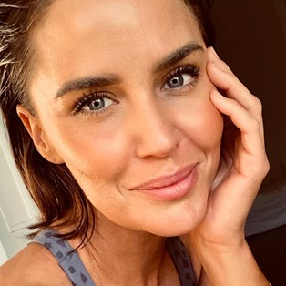 Jodi Anasta Unusual Brow Trick