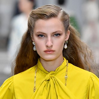 /media/34441/tory-burchs-nyfw-show-just-revived-a-classic-80s-hair-accessory-s.jpg