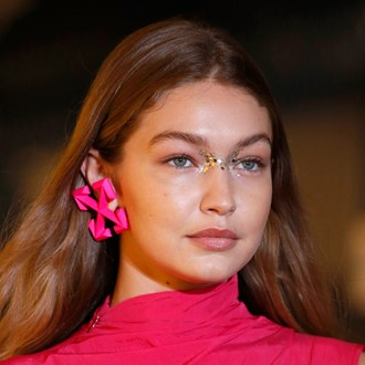 /media/34746/the-best-new-beauty-trends-from-paris-fashion-week-spring-2020-s.jpg