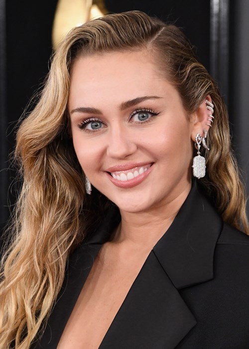 Miley Cyrus Just Shared A Selfie From Her Hospital Bed And Still Looks Stunning
