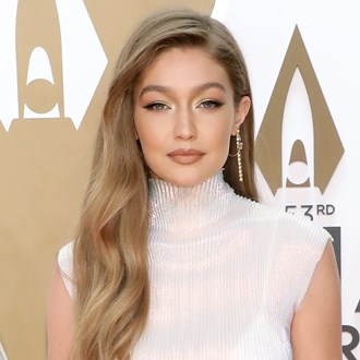 /media/35738/2019-cmas-best-beauty-looks-s.jpg