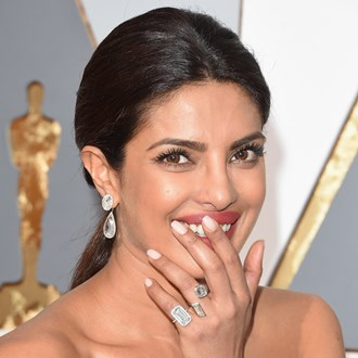 /media/35839/the-sparkly-festive-nail-trend-blowing-up-pinterest-s.jpg