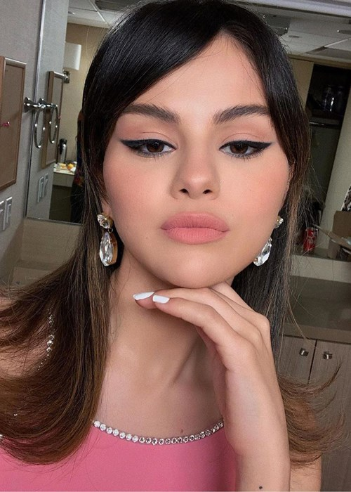 Selena Gomez Just Debuted A '60s-Style Makeover Complete With Curtain Bangs