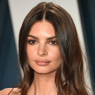 Best Tubing Mascaras (With Reviews) - Emily Ratajkowski