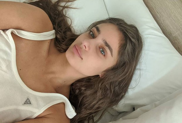 Best Silk Pillowcases - Taylor Hill